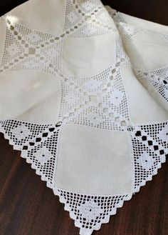This Pin was discovered by (Ke Crochet Lace Edging, Crochet Fabric, Granny Square Crochet Pattern, Crochet Borders, Filet Crochet, Crochet Crafts, Crochet Doilies, Knit Crochet, Lace Patterns
