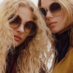 Round and round – #chloeGIRLS Encontre seu estilo nas   #oticaswanny #iconic #Carlina #sunglasses #FW16 Compre online: www.oticaswanny.com
