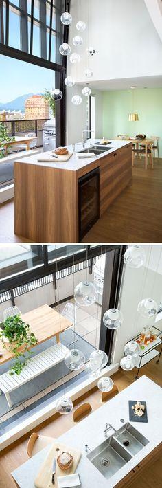 Küche in Schwarz und Holz mit buntem Wandbild Inneneinrichtung - wandbilder für küche