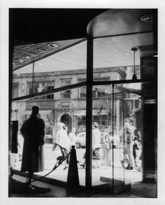 Vivian Maier, New York (storefront window), ca. 1951-55