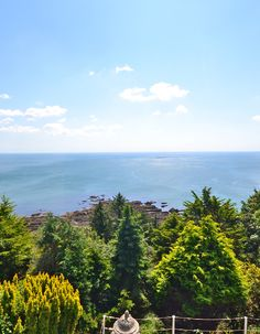 What a view! 💙💙💙 Seascape is a luxury property, sleeping up to 6 people, on the outskirts of the pretty seaside town of Looe, South Cornwall. Why would you want to wake up anywhere else? Book your stay today! Devon Cottages, Seaside Towns, New Forest, Somerset, Cornwall, Holiday Ideas, Homes, Luxury, Book