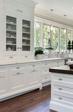 White kitchen is never a wrong idea. Elegant White Kitchen Design Ideas for Modern Home Home Kitchens, Kitchen Remodel, Luxury Kitchens, Kitchen Design, Kitchen Cabinet Design, Country Kitchen, White Kitchen Design, Home Decor Kitchen, Kitchen Interior