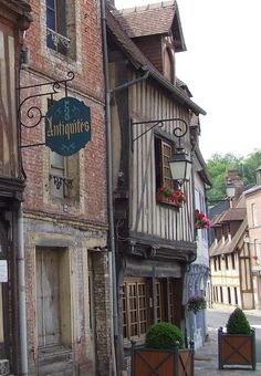 Antique Shops in Normandy