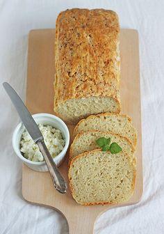 leniwy chleb nocny Polish Recipes, Bread Baking, Pain, Cornbread, Bread Recipes, Food To Make, Bakery, Good Food, Food And Drink