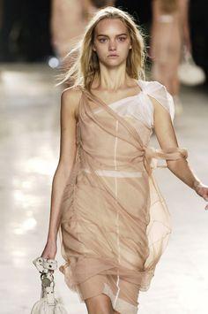 130 photos of Christian Dior at Paris Fashion Week Spring 2006.