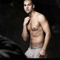 He's a mess but yummy. Robert Kardashian Jr, Many Men, Celebs, Nude, Swimwear, Modeling, Fashion, Celebrities, Bathing Suits