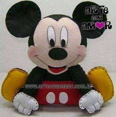 miky sentado Fiesta Mickey Mouse, Mickey Mouse Head, Mickey Birthday, Mickey Party, Baby Crafts, Felt Crafts, Disney Diy Crafts, Baby Binky, Disney Plush