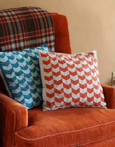 DIY: chevron pillow. I want to use this method to make a larger scale quilt.