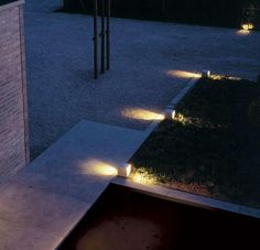 10 Outdoor Lighting Tips for Your Home – Voyage Afield Outside Lighting Ideas, Landscape Design, Garden Design, Low Voltage Outdoor Lighting, Delta Light, Real Fire, Night Garden, Contemporary Garden, Exterior Lighting