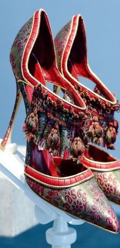 New York Fashion Week herfst/winter 2014: de schoenen (© REUTERS/Joshua Lott) Manolo Blahnik  with <3 from JDzigner www.jdzigner.com