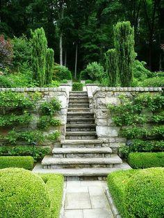 14 Diy Retaining Wall Ideas For Beautiful Gardens Sloped garden Formal Gardens, Outdoor Gardens, Garden Paths, Garden Landscaping, Landscaping Ideas, Herb Garden, Diy Retaining Wall, Garden Stairs, Garden Entrance