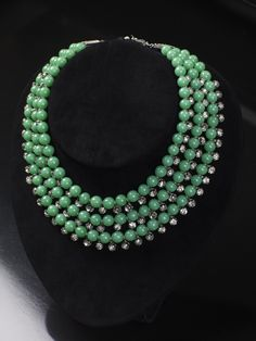Image from http://aprilrusselljewellery.com/assets/img/large/necklaces04.jpg.
