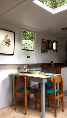 Dutch barge London - my favourite boat so far, love positioning of retro kitchen table by the side hatch for maximum light- plus the pop of colour on the chairs, ❤️ this. Barge Interior, Best Interior, Interior Design, Barges For Sale, Retro Kitchen Tables, Narrowboat Interiors, Big Yachts, Dutch Barge, Boat Restoration