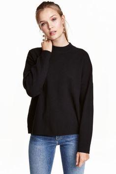 Camisola de meia gola: Camisola em malha fina de mistura de algodão com meia gola canelada e ombros descaídos.
