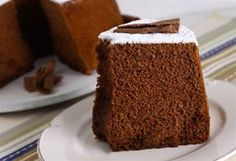 Hoje, na aula que dei em Carapicuíba, 2 alunas falaram da dificuldade em fazer bolo de chocolate para rechear. Prometi que postaria a receita da massa de bolo chiffon, que é infalível. Sempre funci…