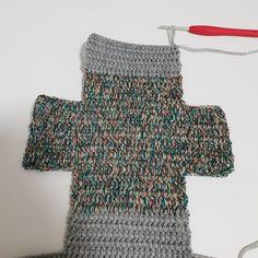[공유] 코바늘 뜨기로 통통한 사각 파우치 만들기 : 네이버 블로그 Fingerless Gloves, Arm Warmers, Crochet Projects, Diy And Crafts, Sewing, Knitting, Fashion, Tejidos, Fingerless Mitts