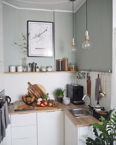 A small practical and functional kitchen with a nice deco asset. - A small practical and functional kitchen with a nice deco asset. Küchen Design, House Design, Kitchen Dining, Kitchen Decor, Functional Kitchen, Kitchen Interior, Ikea Interior, Interior Inspiration, Home Kitchens