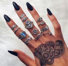Imagem de nails, henna, and black