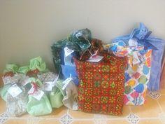Envoltura de regalos en tela, via Flickr.