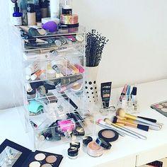 mosbox.dk@syleestarlight Reading about @mosbox.dk and his brand new organizer  thank you @syleestarlight  #makeup #diamonds #beast #beautybeast #makeupblogger #beautyandfashionblogger #organizer #organizingmakeup #beautyaddict ❣