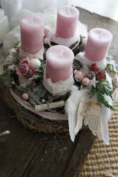 Filling Your Home with Favorite Christmas Scents- Pink Candles The pre-Christmas season . who does not love her, with her cozy hours at home, here are some candle Christmas ideas to you. Centerpiece Christmas, Christmas Advent Wreath, Christmas Scents, Christmas Arrangements, Felt Christmas Ornaments, Christmas Candles, Rustic Christmas, Christmas Crafts, Christmas Decorations