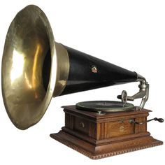 Antique Victor Senior Gramophone
