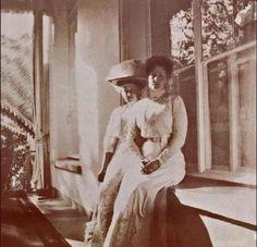 Empress Alexandra Feodorovna of Russia with Anya Vyrubova. Anastasia, Romanov Sisters, Grand Duchess Olga, Alexandra Feodorovna, Russian Literature, Tsar Nicholas Ii, Victorian Women, Victorian Era, Imperial Russia