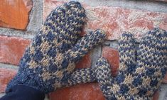 trigger mitts Knitted Mittens Pattern, Crochet Mittens, Knitting Patterns, Knit Crochet, Trigger Finger, Finger Crochet, Newfoundland And Labrador, Ear Warmers, Quilt Making