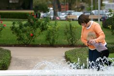 We love kids! (Dallas Theological Seminary fountain)