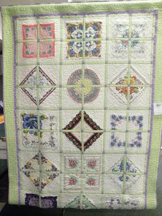 Hubby and I took a drive in the country on Sunday afternoon to another quilt show. This was the 'Illinois Valley Quilter's Guild' show. Vintage Textiles, Vintage Quilts, Vintage Sewing, Vintage Linen, Quilting Projects, Sewing Projects, Quilting Ideas, Handkerchief Crafts, The Quilt Show