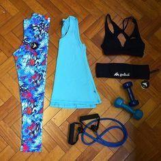 Bora treinar?! Deixamos a nossa sugestão para começar a quinta feira da melhor maneira  #patuafitness #patuafitnesswear #fitgirls #motivation #squats #gym #hardwork