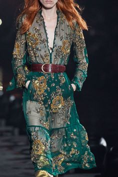 Saint Laurent Spring 2020 Ready-to-Wear Collection - Vogue Vogue Fashion, Look Fashion, Runway Fashion, Fashion Models, Spring Fashion, High Fashion, Fashion Beauty, Fashion Show, Autumn Fashion
