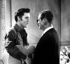 December 1956 ~ Elvis Met Hal Kanter, Director and Screenwriter of His Upcoming Film. Freddy Bienstock From Hill and Range was Also In Town To Help Elvis Choose The Songs For The Film. Elvis Presley Movies, Elvis Presley Images, Lund, Young Elvis, John Lennon Beatles, Beautiful Film, Gene Kelly, Chuck Berry, Ali Larter