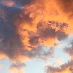 I'm an orange [cloud] reflecting the light of the sun[rise] #thenthereweretwo #sunrise #bondisunrise #risewiththesun #erykahbadu #clouds by tiffatiffatiffany http://ift.tt/1KBxVYg