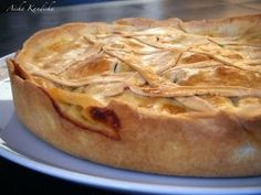 Torta Pascualina ~ Spinach or Green chard and ricotta pie Ricotta Pie, Good Pie, Apple Pie Recipes, Other Recipes, No Bake Cake, Food Dishes, Yummy Food, Desserts, Quiches