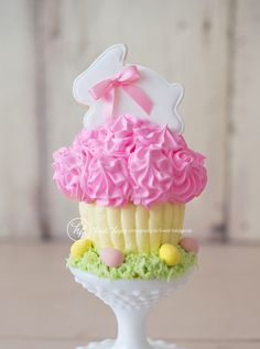 Bunny Easter cupcake for girls - love the candlestick holder as a stand. Would look great at a table place setting.