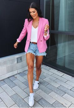 Perfect Summer Outfits To Copy Right Now Blazer Outfits Casual, Casual Summer Outfits, Short Outfits, Athleisure Fashion, Blazer Fashion, Fashion Outfits, Look Blazer, Blazer And Shorts, Preppy Mode