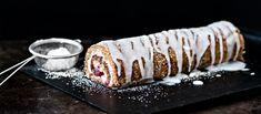 Runebergin kääretortussa on Runebergintortusta tutut maut rullattavassa muodossa. Tuorejuusto mehevöittää täytteen. N. 0,65€/annos. Little's Coffee, Coffee Cake, Fudge, Food Inspiration, Panna Cotta, Cheesecake, Food And Drink, Gluten Free, Pudding