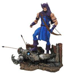 Amazon.com: Diamond Select Toys Marvel Classic Hawkeye Action Figure: Toys & Games