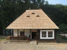 O casa exact ca a bunicilor, dar nou-nouta. Village House Design, Village Houses, Old Country Houses, Old Houses, Sauna Design, Natural Homes, Concept Home, Facade House, Little Houses