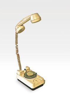 Diriiii......nnnlight   Cm 20x12x46-2008   lampada da tavolo.   Cornetta del telefono originale anni '70 con led azionati dal giro dei numeri per l'accensione e lo spegnimento.