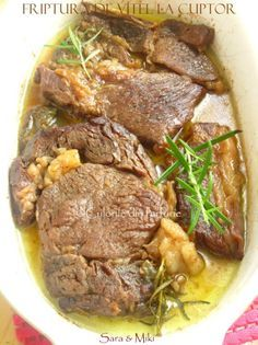 150 ml vin alb sec crengute de rozmarin proaspat 3 Beef Recipes, Cooking Recipes, Healthy Recipes, Good Food, Yummy Food, Romanian Food, Hungarian Recipes, Warm Food, Easy Dinner Recipes