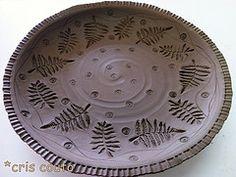 Modelando pra L (cris couto 73) Tags: ceramica ceramic plate stamp clay pottery prato carimbos criscouto