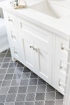 bathroom flooring arabesque ombre grey floor tiles for bathroom floors tile ideas Grey Bathroom Tiles, Bathroom Renos, Grey Bathrooms, Bathroom Flooring, Bathroom Renovations, Kitchen Flooring, Modern Bathroom, Master Bathroom, Bathroom Ideas