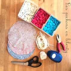 DIY baptême : Les petits pochons à dragées Liberty | Happy Housewife Sunglasses Case, Lily, Invitations, Crafts, Mary Poppins, Couture, Candy Stations, Manualidades, Lilies