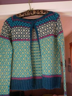 Wiolakofta pattern by Kristin Wiola Ødegård Fair Isle Knitting Patterns, Fair Isle Pattern, Knitting Designs, Norwegian Knitting, Ravelry, Fashion Sewing, Pulls, Lana, Knitwear
