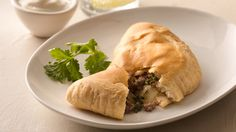 Spicy Beef Empanadas Feel the flavors of Argentina with this chimichurri-inspired easy biscuit-based empanada. Mexican Dishes, Mexican Food Recipes, Beef Recipes, Cooking Recipes, Filipino Recipes, Dinner Recipes, Chimichurri, Beef Empanadas, Pillsbury Recipes