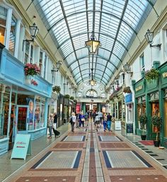 Bournemouth is one of the popular English seaside towns. There are Bournemouth attractions like the Russell-Cotes, the Oceanarium and Hengistbury Head Bournemouth England, City By The Sea, Seaside Towns, London Life, City Photography, Far Away, Great Britain, Where To Go, Day Trips