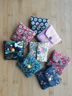 사각 미니파우치 2 : 네이버 블로그 Earphone Case, Handmade Bags, Fabric Crafts, Make Your Own, Sewing Projects, Sewing Patterns, Coin Purse, Pouch, Gift Wrapping