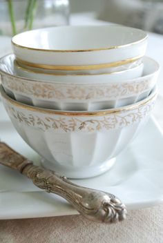 vintage white and gold dishes - fine vintage silverware ~ tablescape Vintage Bowls, Vintage China, Vintage Tableware, French Country House, French Cafe, French Farmhouse, Country Life, Modern Farmhouse, Decoration Inspiration